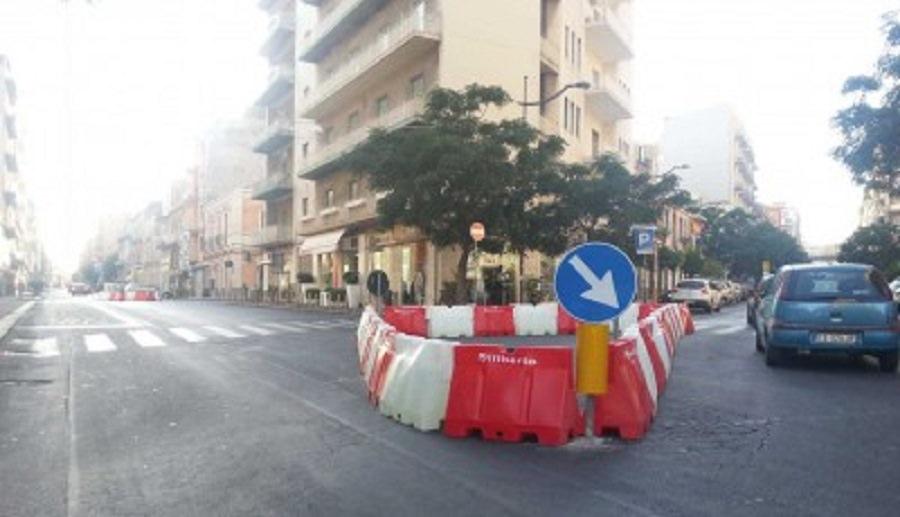Rotonda di via Gabriele D'Annunzio incubo degli automobilisti