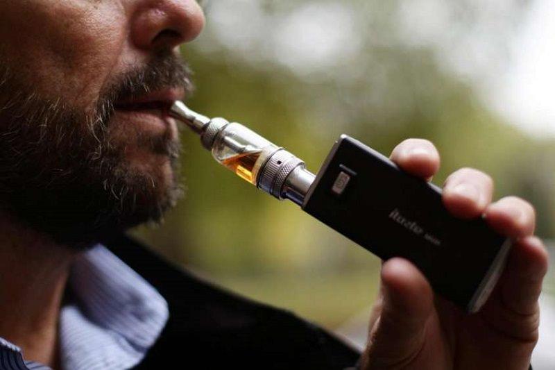 """Sigarette elettroniche, ricerca choc: """"Aumentano rischio infarti, ictus e ansia"""""""