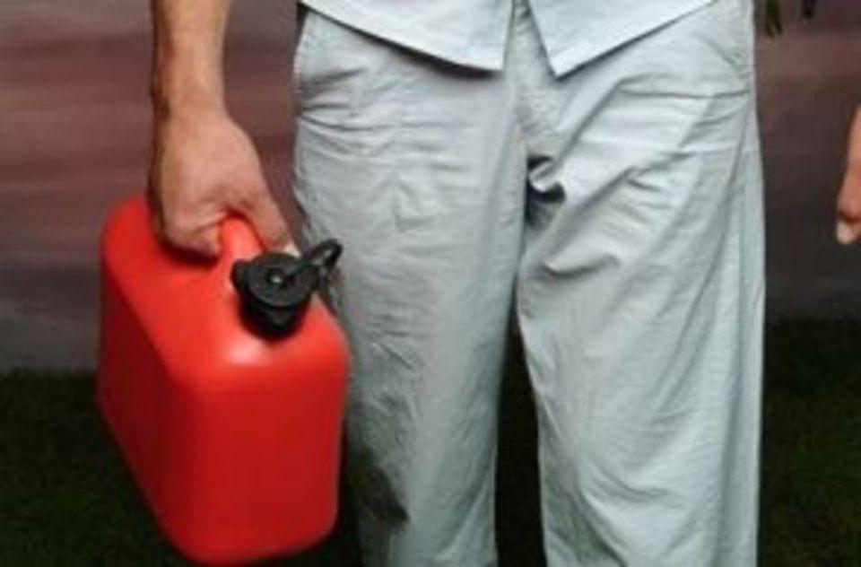 Choc nel Catanese, corpo carbonizzato trovato a Gravina: uomo si sarebbe cosparso di benzina e dato fuoco