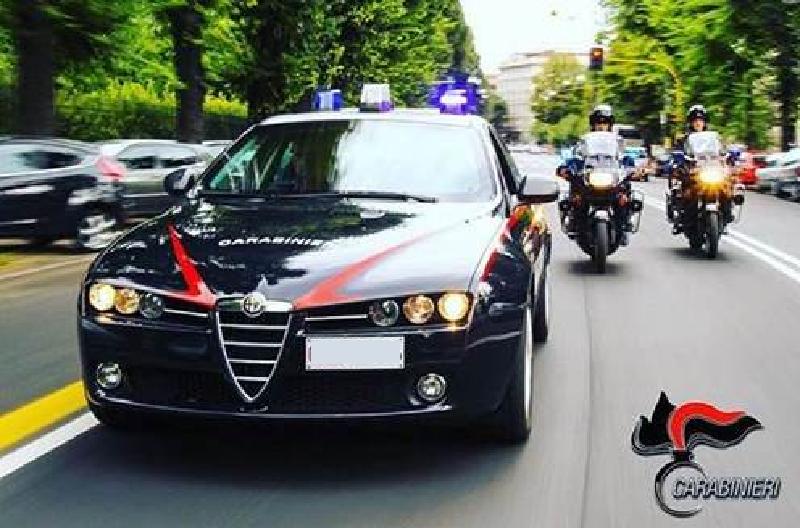 Madre e figlio non si fermano all'Alt e aggrediscono i carabinieri