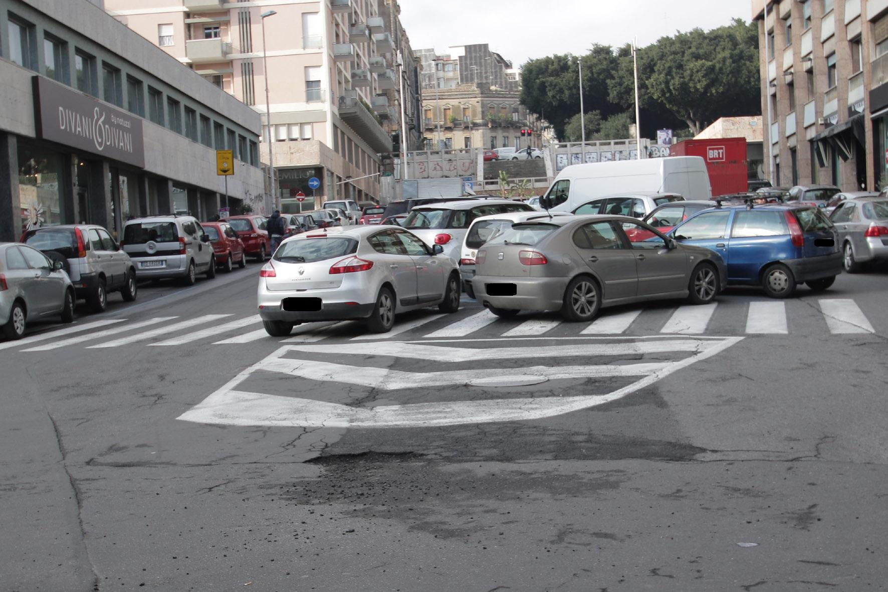 """Parcheggio selvaggio e degrado in via Sant'Euplio, Sofia: """"Bisogna attuare un piano di rilancio"""""""