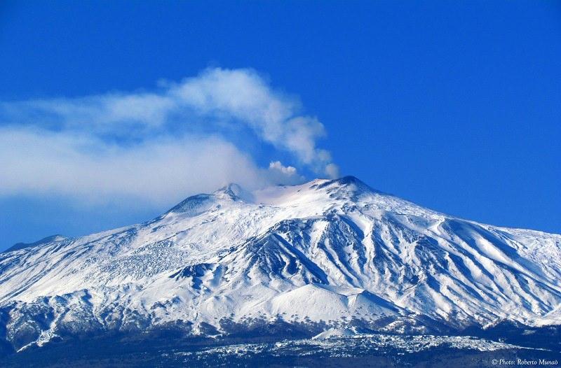 Etna: trabocco lavico sulla base del nuovo cratere di sud-est