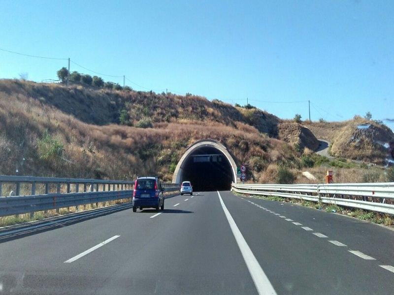 Codacons, esposto contro l'ANAS per gallerie al buio sulla Catania-Siracusa