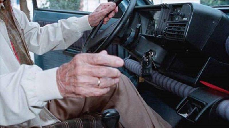 """Senza patente per 58 anni: fermato solo pochi giorni fa con una """"condanna"""" leggera"""