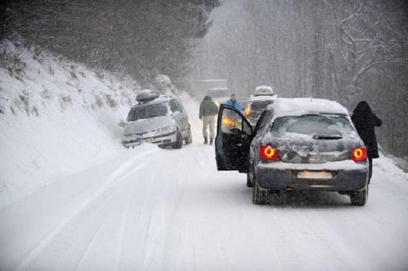 Sicilia nella morsa del gelo, famiglie bloccate, disagi e strade a rischio. Bloccati anche traghetti