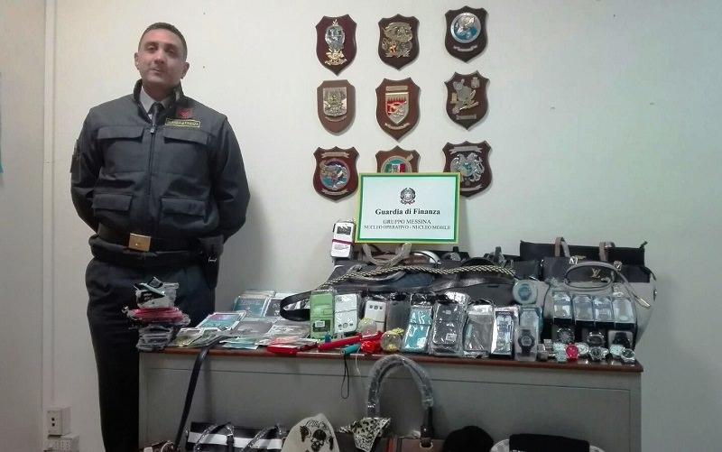 Sequestrati oltre 1.500 articoli contraffatti: erano esposti su bancarelle improvvisate in pieno centro
