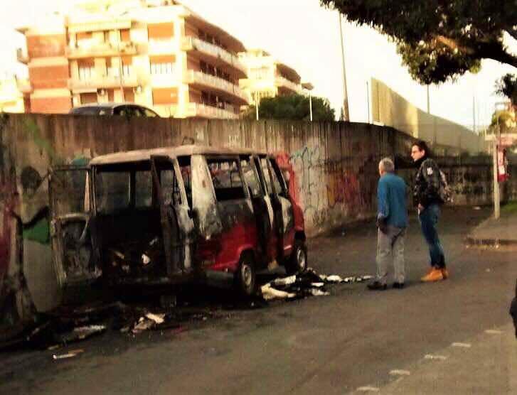 Gli bruciano il furgone ma studenti della Cittadella organizzano colletta: la storia di Giovanni