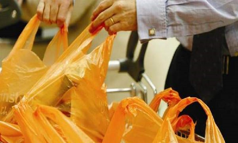 Buste riciclabili dei supermercati: è giusto pagarle?