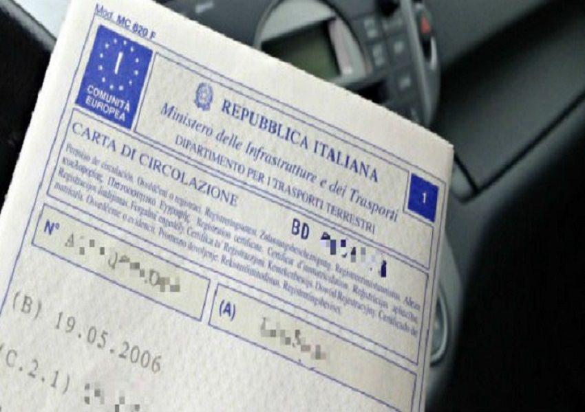 """Addio al vecchio libretto, per circolare in auto basterà il """"foglio unico"""" con un risparmio di 39 euro"""