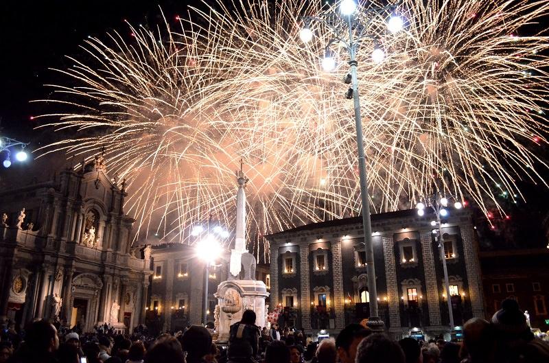 """Sant'Agata, """"a sira 'o tri"""": il celebre spettacolo pirotecnico come non lo avete mai visto con le esclusive foto a 360°"""