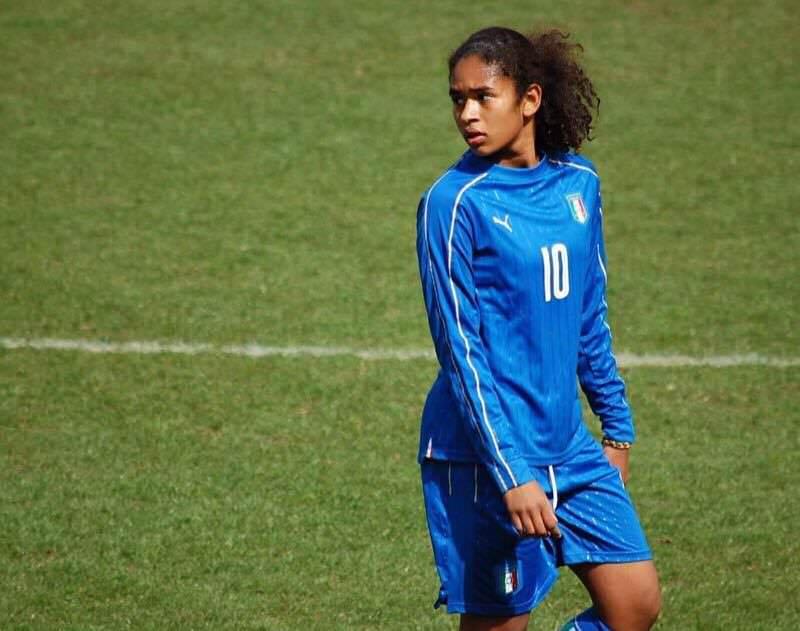 """Una catanese in Svizzera: Marem, la """"10"""" che ha stregato il mondo del calcio femminile"""