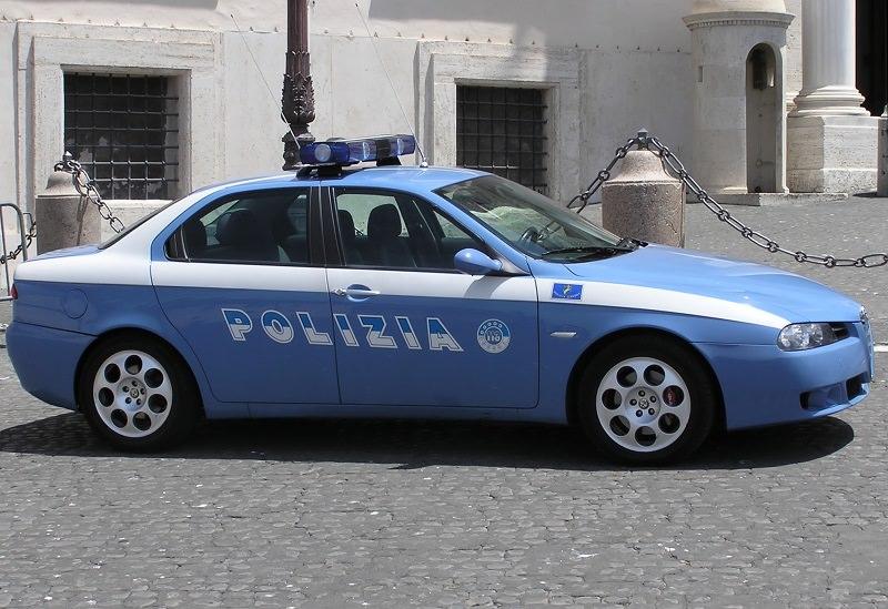 Prodotti alimentari rubati con l'auto della ex moglie: due arresti