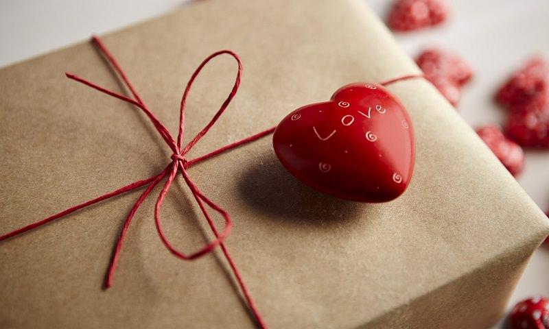 Dallo sfizioso al romantico, passando per lusso e tradizione: le idee regalo per ogni tipo di coppia