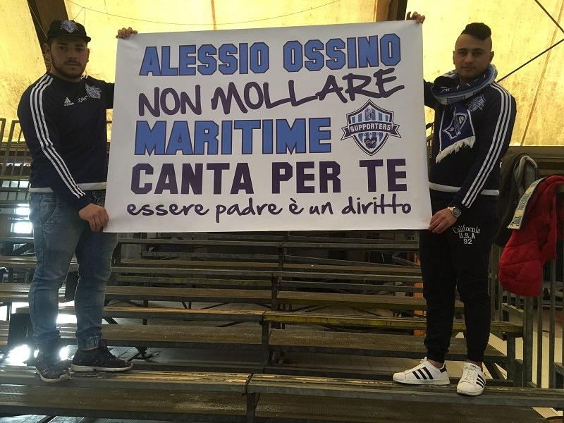 """Gli ultras in sostegno di Alessio Ossino: """"Lotta, essere padre è un diritto"""""""