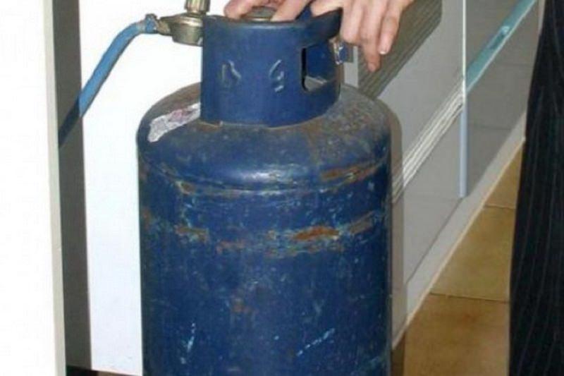 Tragedia sfiorata nel Catanese, tenta il suicidio in casa con le bombole del gas: 55enne in prognosi riservata