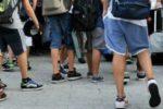 """Picchiati, offesi e infastiditi da due coetanei mentre passeggiavano per Corso Umberto: i """"bulli"""" sono due minori"""