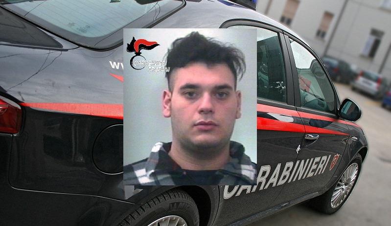 Tenta di rubare in un supermercato e prende in ostaggio un commesso: arrestato
