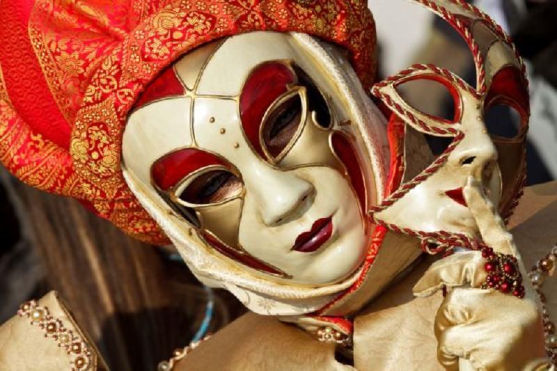 È tempo di maschere: Carnevale e i suoi costumi tradizionali