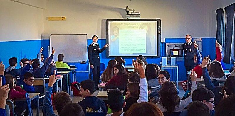 Augusta, Carabinieri nelle scuole medie per parlare di legalità
