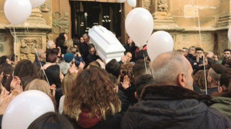 Castelvetrano saluta Giuseppe Santangelo: tra lacrime e ricordi l'addio al 16enne