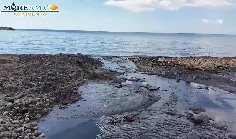 Grandi quantità di liquidi fognari e rifiuti riversati nel mare di Sciacca
