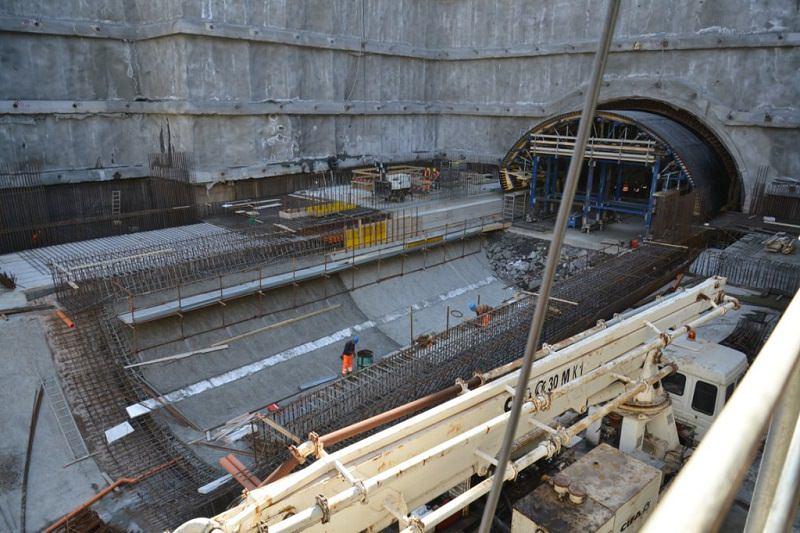 Catania, affacciato al balcone spara nel cantiere della metropolitana: operaio ferito alla schiena