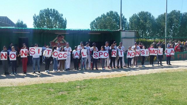Sfida di solidarietà tra ex lavoratori Qè e campioni Red Sox
