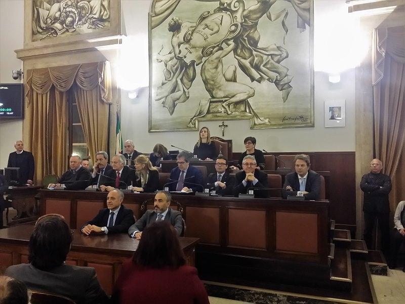 Bianco e il confronto obbligato col Consiglio Comunale. Andato in scena Il Tempo del Raccolto II. Cittadini assenti. Catania si è arresa.