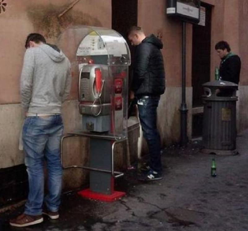 Sorpresi a urinare davanti a un portone, scatta la maxi multa da 30 mila euro