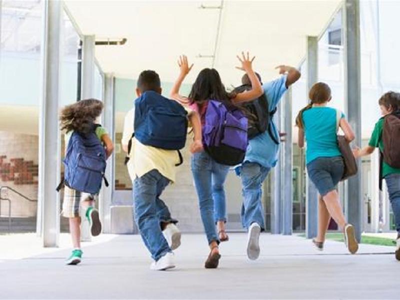 """""""I nostri figli non sono stupidi"""": uscita scuole medie, da caso comune a questione politica. Genitori e alunni non ci stanno più"""
