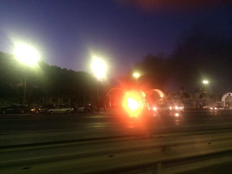 Auto prende fuoco al casello di S. Gregorio
