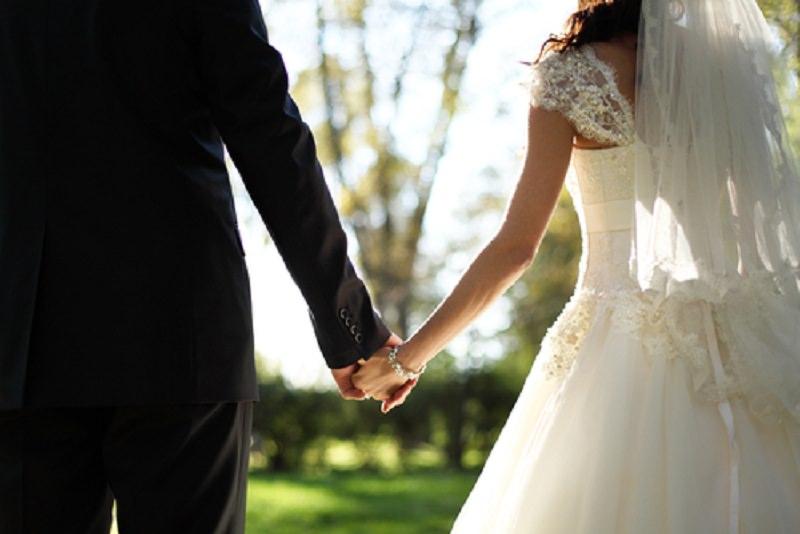 """Matrimonio siciliano a sorpresa a """"C'è Posta per Te"""": lui aveva chiuso la busta ma poi ha sposato la fidanzata"""