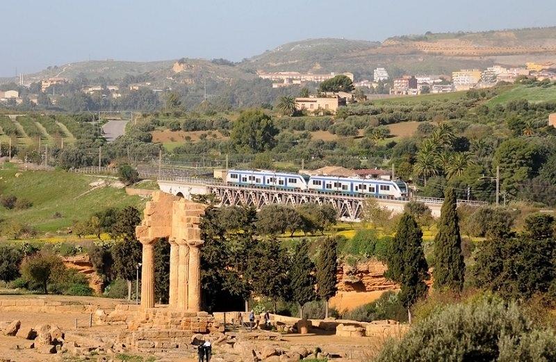 Frana blocca ferrovia della Valle dei Templi: a bordo 250 visitatori