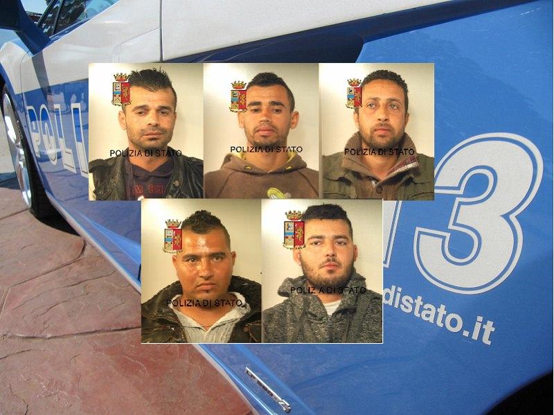 Comiso, maxi rissa tra extracomunitari in piazza: arrestati 5 tunisini