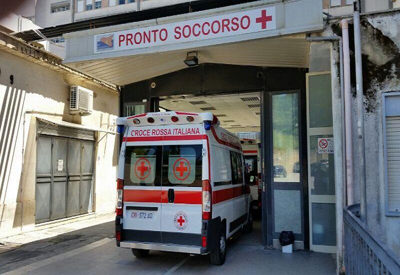 Aggressione all'ospedale di Caltanissetta: colpiti a pugni un medico e un ausiliario