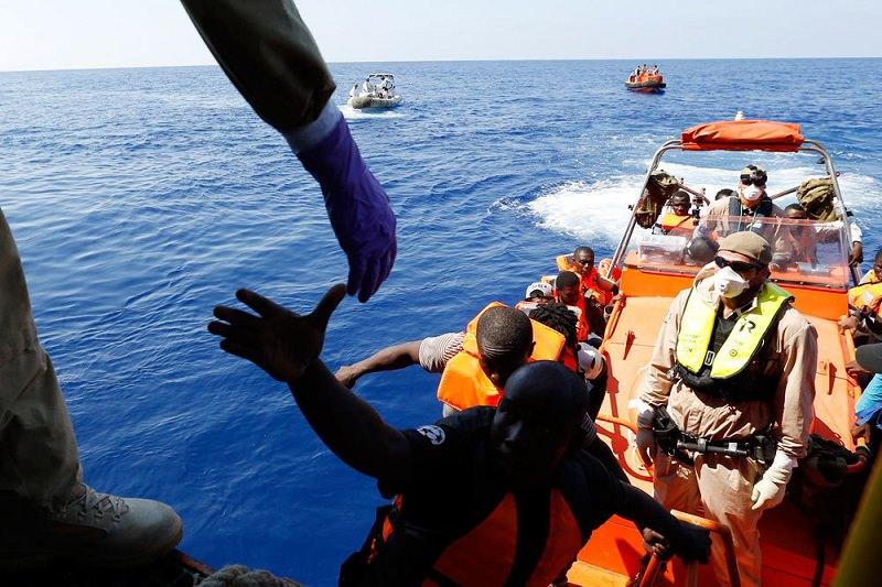 Migranti e salvataggi Ong. C'è puzza di imbroglio