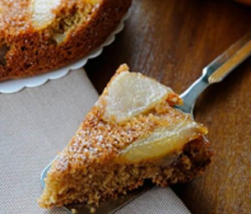 Dopo le abbuffate pasquali una ricetta leggera e gustosa: torta integrale con pere e noci