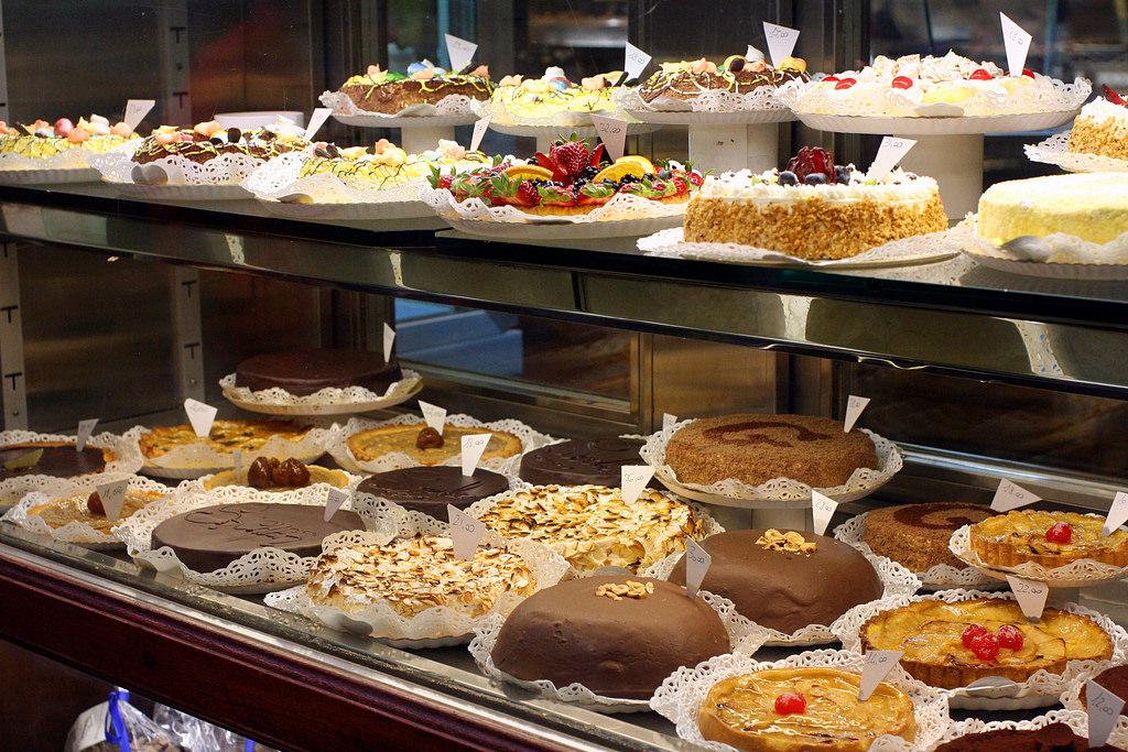 Catania, feste natalizie in forma ridotta per settore ristorazione: calo del 65-70 % in un bar
