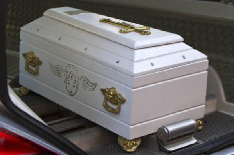 Tragedia per coppia catanese, dalla gioia della nascita all'incubo della morte: due gemellini deceduti in 5 giorni, aperta inchiesta