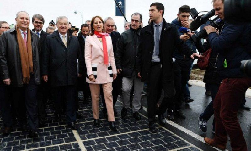 La Francia inaugura la prima strada solare