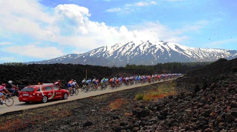 Giro d'Italia 2020, è il giorno del passaggio sull'Etna: ecco il percorso della carovana rosa