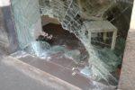 Ondata di furti con spaccata nella notte: salone di bellezza e bar i bersagli dei ladri