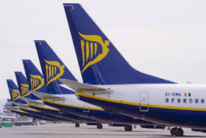 Ryanair, ancora modifiche sui bagagli e passeggeri in tilt: ecco quanto e come si paga