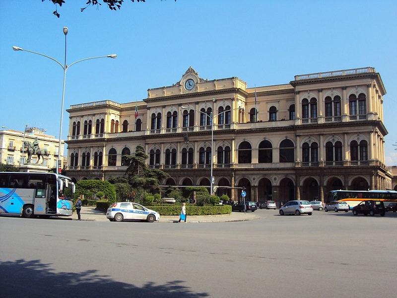 Allarme bomba alla stazione ferroviaria di Palermo: traffico in tilt