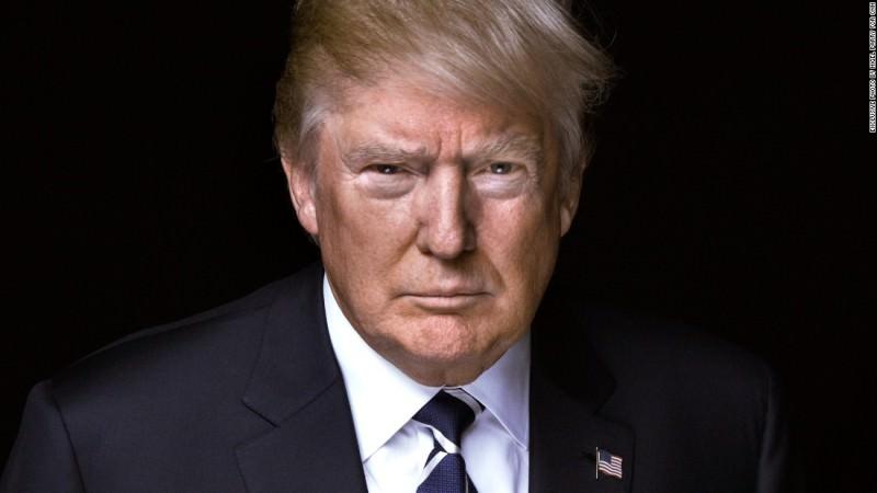 """USA, Trump """"isolato"""" dopo le violenze al Congresso: Facebook blocca l'account, fioccano le dimissioni"""