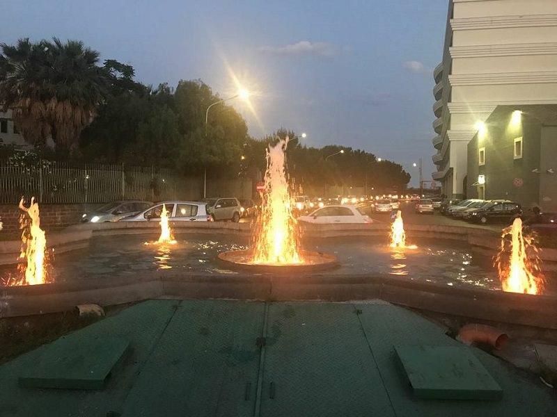 Inaugurate nuove luci di tre fontane, ma vandali già in azione
