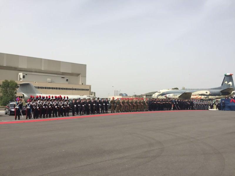 """Ministri e vertici militari al """"battesimo"""" dello Squadrone Cacciatori"""