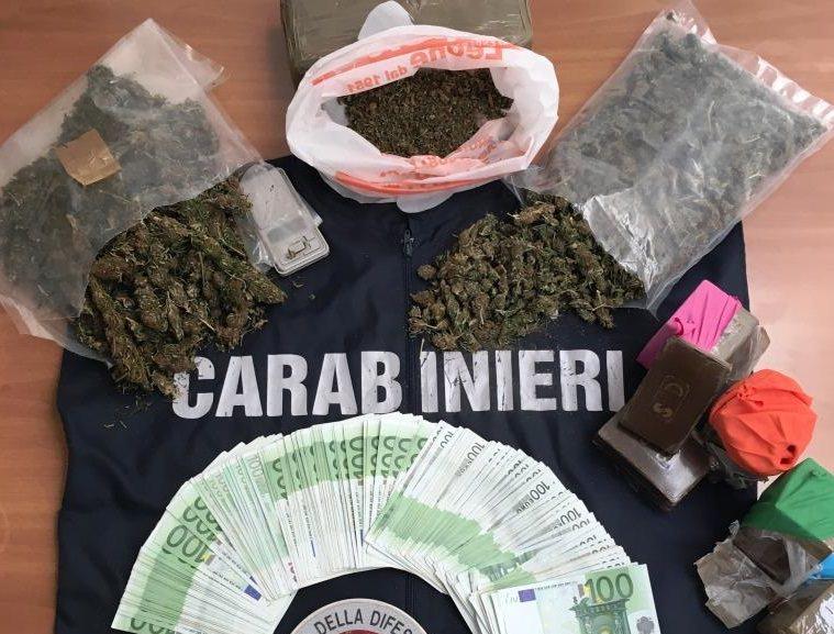 Spacciava nel suo autosalone: 46 mila euro e diverse varietà di droga