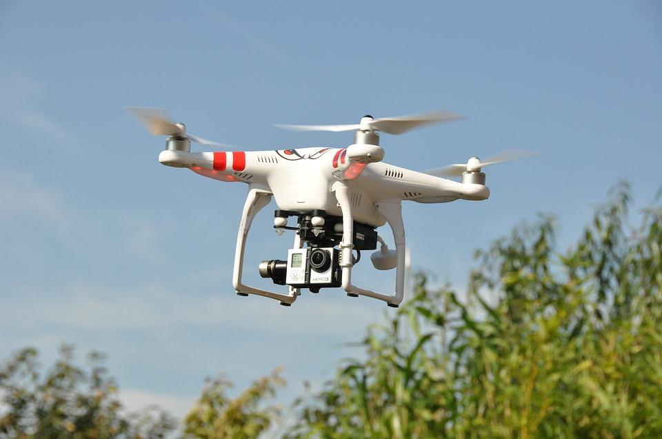 Dalla festa alla paura: drone cade sugli invitati durante un matrimonio