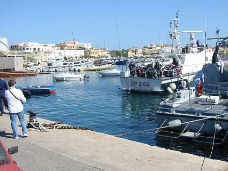 Lampedusa, interruzione collegamenti navali: interviene il sindaco Martello